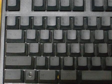 掃除前のキーボード撮影