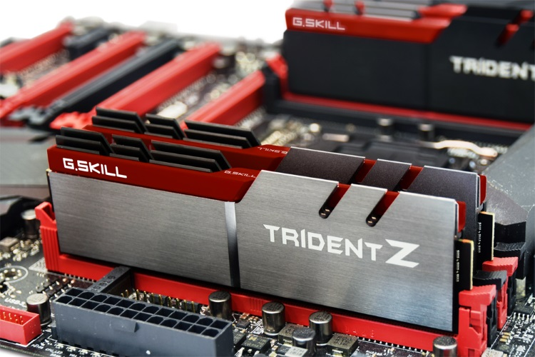 G.Skill Trident Zを使用している様子