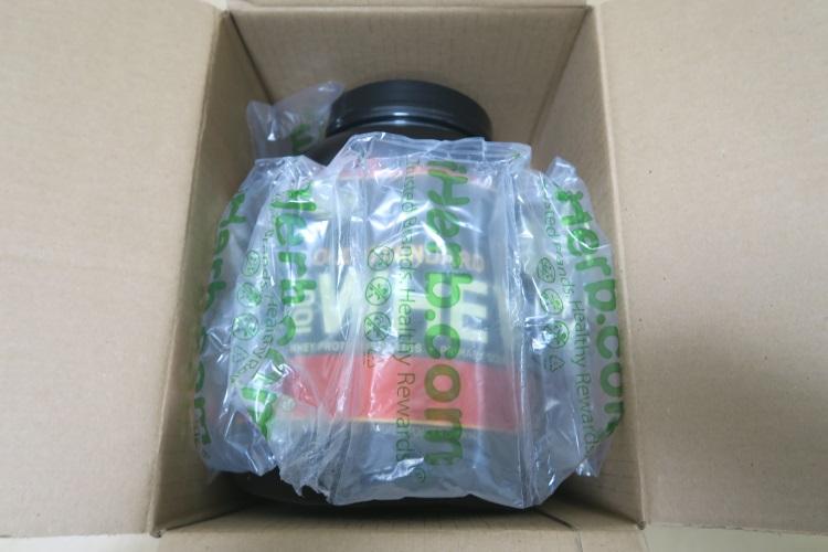 iHerbで購入したプロテインの梱包の様子