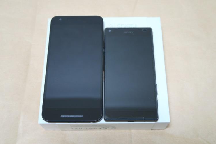 Google Nexus 5X(LG-H791)とSony Z5C E5823を並べた様子