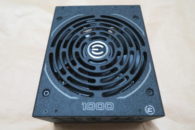EVGA SuperNOVA 1000 T2の表側(ファン側)