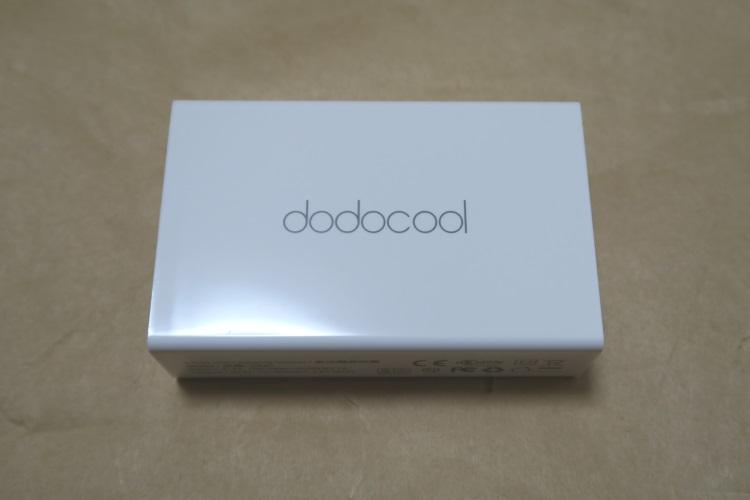 dodocool DA65の本体側面(ロゴ)