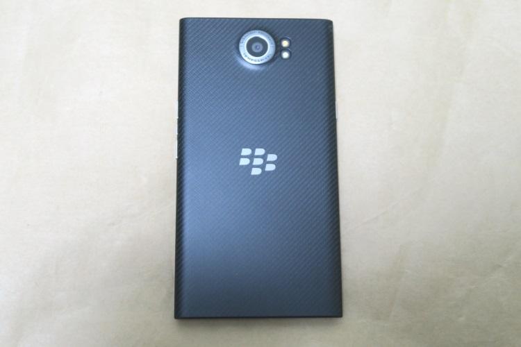 BlackBerry Priv STV100-3の本体背面
