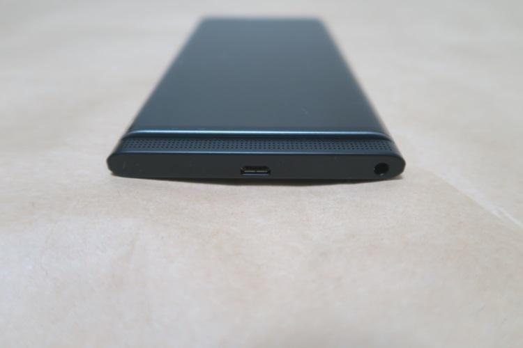 BlackBerry Priv STV100-3の本体下側