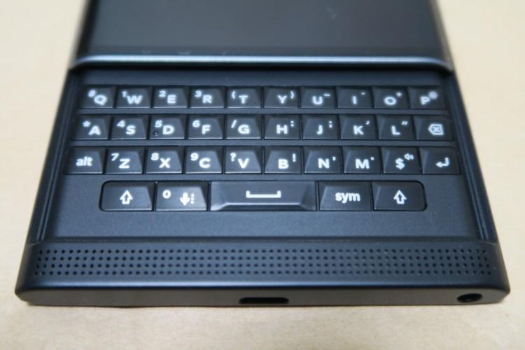 BlackBerry Priv STV100-3のキーボード(アップ)