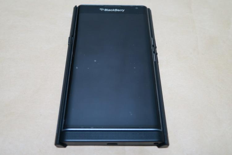 BlackBerry Priv純正ケース Slide-Out Hard Shellの取り付け方01