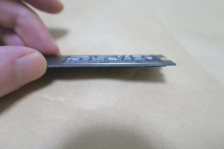 Samsung 960 EVO 250GB裏面の放熱シール
