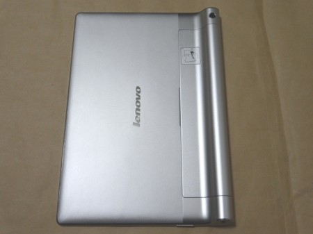 YOGA TABLET 10の裏側
