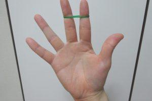 片手で輪ゴムを二重にする方法 アイキャッチ