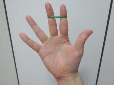 輪ゴムを片手で二重にする方法を覚えて、時間短縮だ