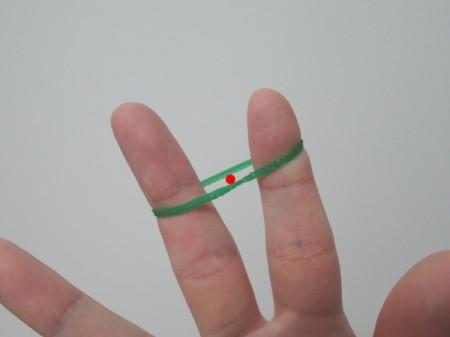 片手で輪ゴムを二重にする方法07