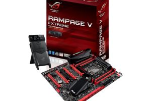 ASUS Rampage V Extreme本体とパッケージ