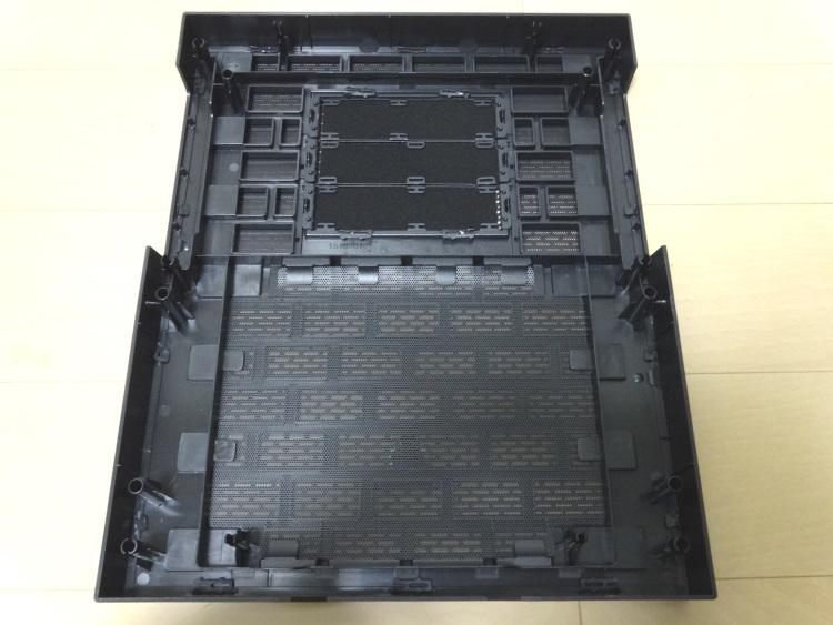 Thermaltake Core X9のフロントパネル裏側