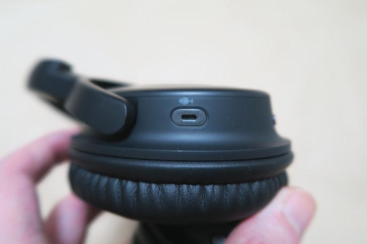 SoundPEATS A1左前のボタン