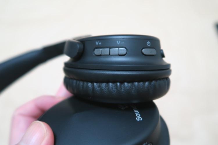 SoundPEATS A1右中、右後のボタン
