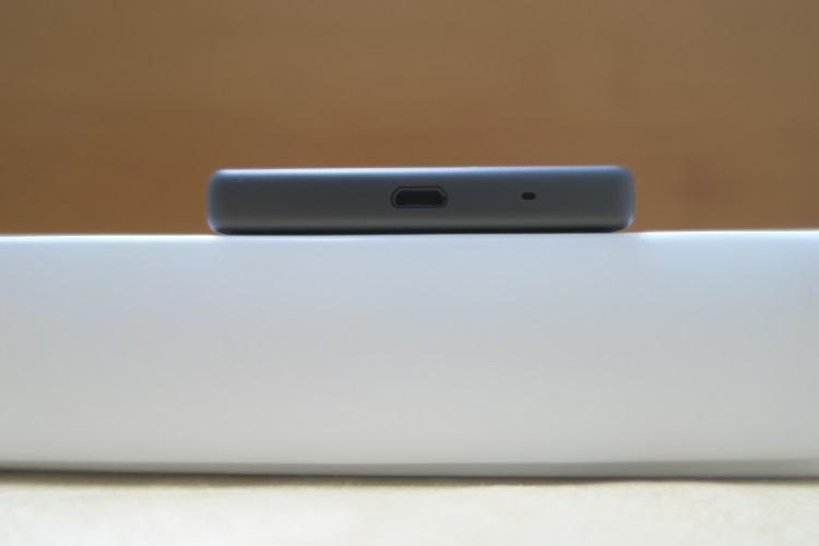 Sony Xperia Z5 Compact E5823の下側の様子