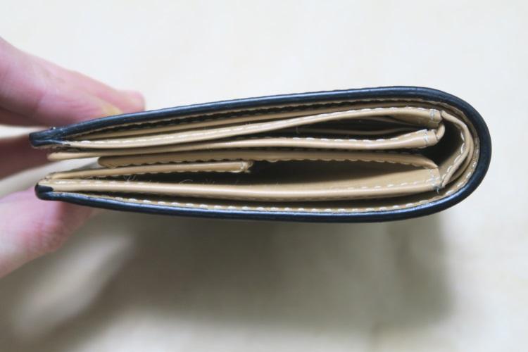 Raffaelloの財布 ブライドルレザーの厚さ方向の画像