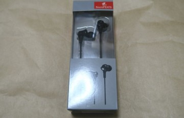 SoundPEATS B10本体とパッケージ