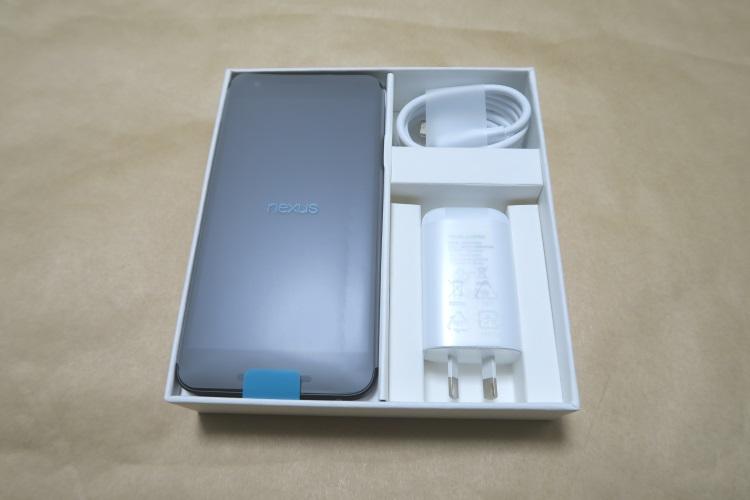 Google Nexus 5X(LG-H791)パッケージ内の様子