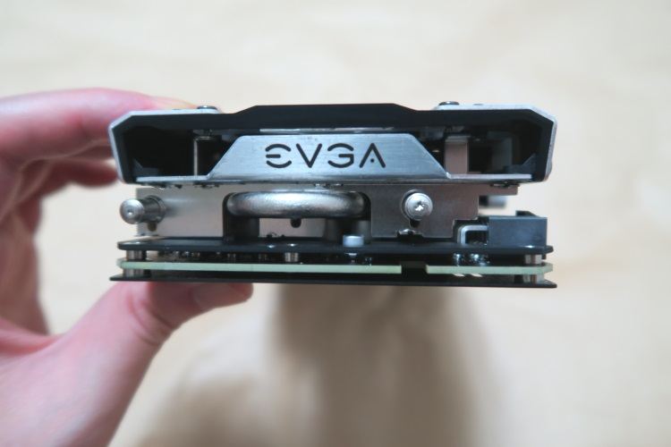 EVGA GeForce GTX 1080 SC GAMING ACX 3.0(本体補助電源側の様子)