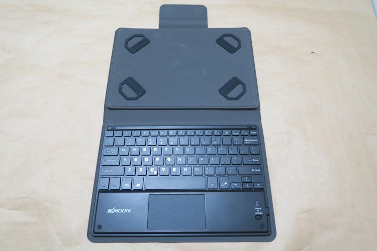 KKmoon 81キー Bluetoothキーボードのカバーを開いた様子