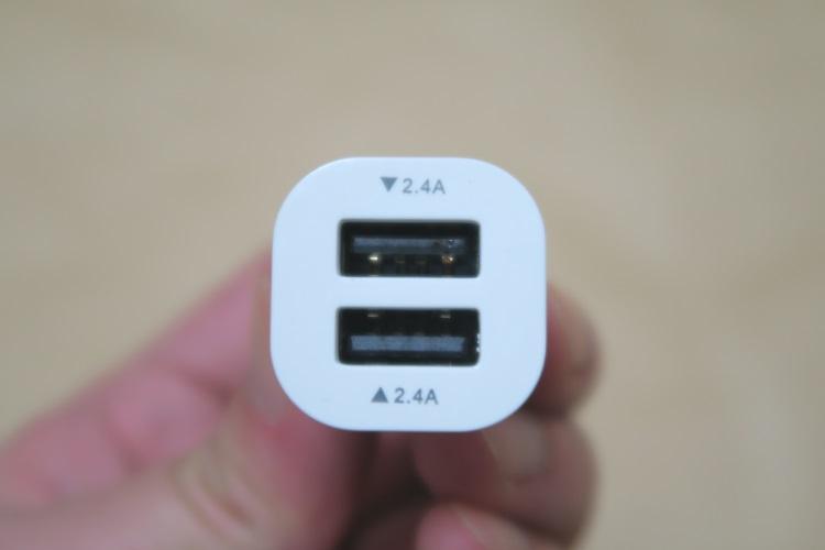 デュアルUSBカーチャージャー dodocool DA59本体(USBポート側)