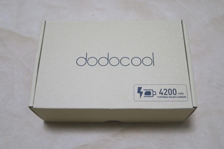 ソーラーバッテリーチャージャー dodocool DA68のパッケージ