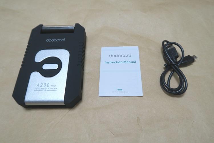 ソーラーバッテリーチャージャー dodocool DA68の製品内容