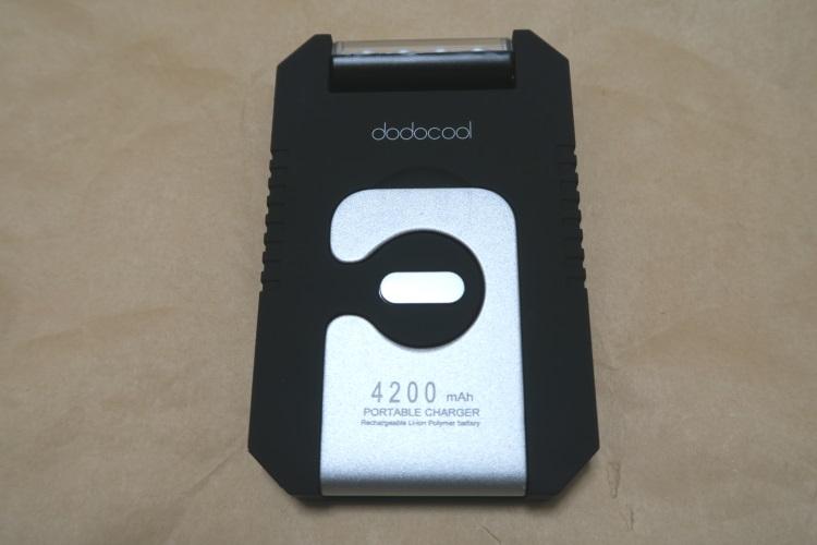 ソーラーバッテリーチャージャー dodocool DA68本体(フック側)