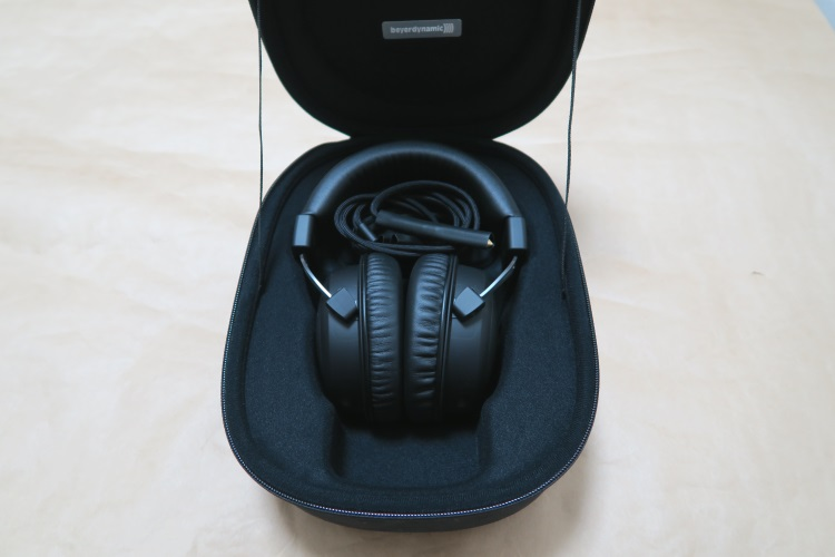 beyerdynamic T5p 2nd Generation本体とケーブル