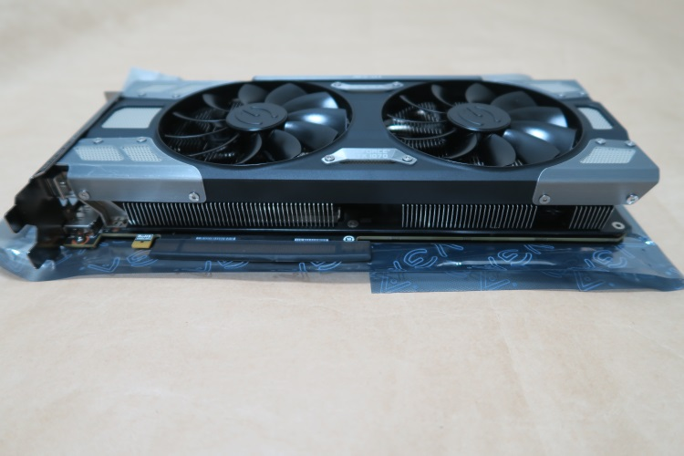 EVGA GeForce GTX 1070 FTW GAMING ACX 3.0本体(マザーボード側)
