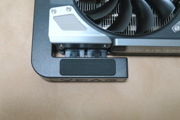 EVGA GTX 1070 FTWにPowerLinkを取り付けた様子(表側)