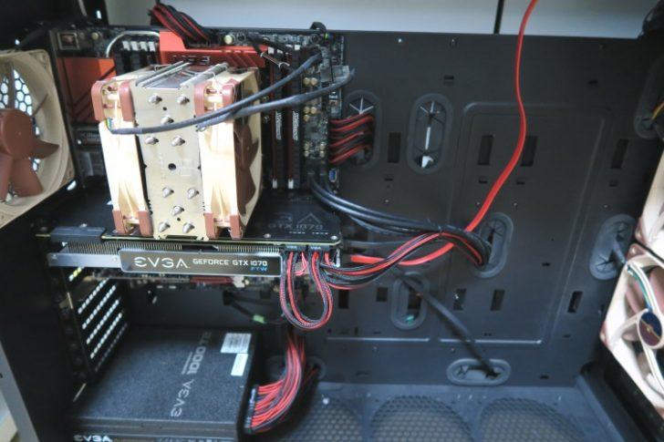 PCにスリーブケーブルを導入した様子