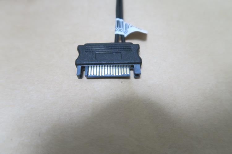 SilverStone SST-CPF04の電源供給用ケーブル