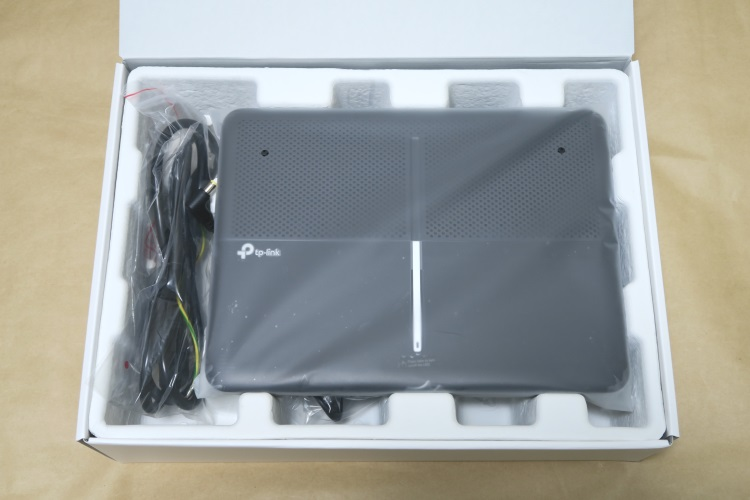 TP-Link Archer C3150(AC3150)のパッケージを開けた様子