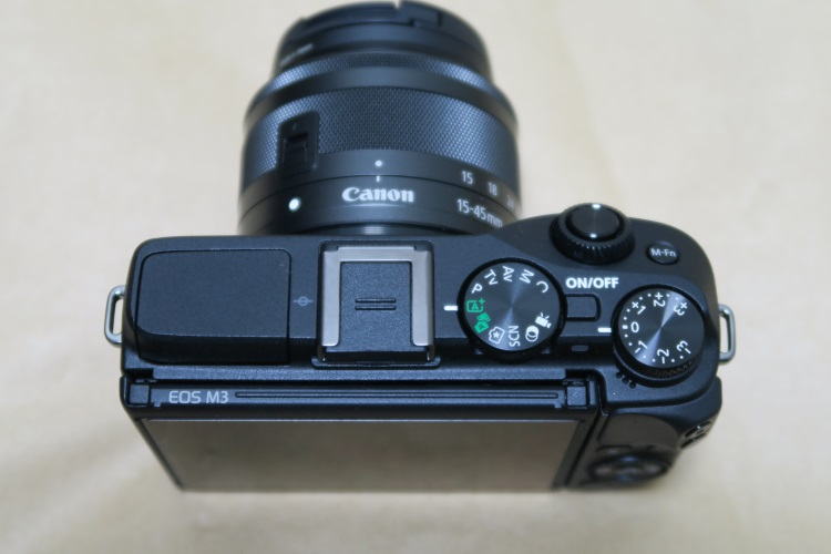 Canon EOS M3本体上面の様子