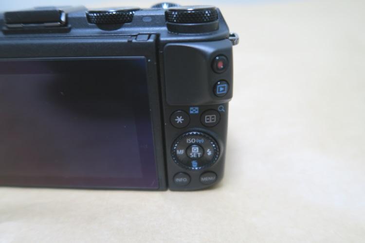 Canon EOS M3本体背面の操作系の様子