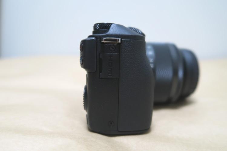 Canon EOS M3本体右側面の様子