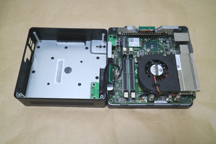 MSI Cubi 2 Plus本体内部の様子