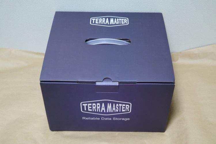 TerraMaster D4-310のパッケージ