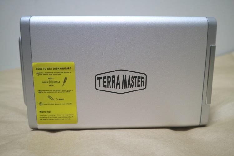 TerraMaster D4-310本体右側面