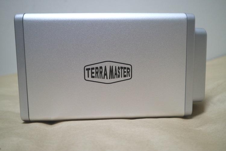 TerraMaster D4-310本体左側面