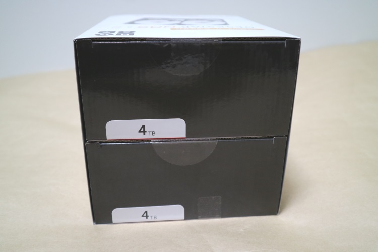 HGST 0S03667-2のパッケージを横から見た様子