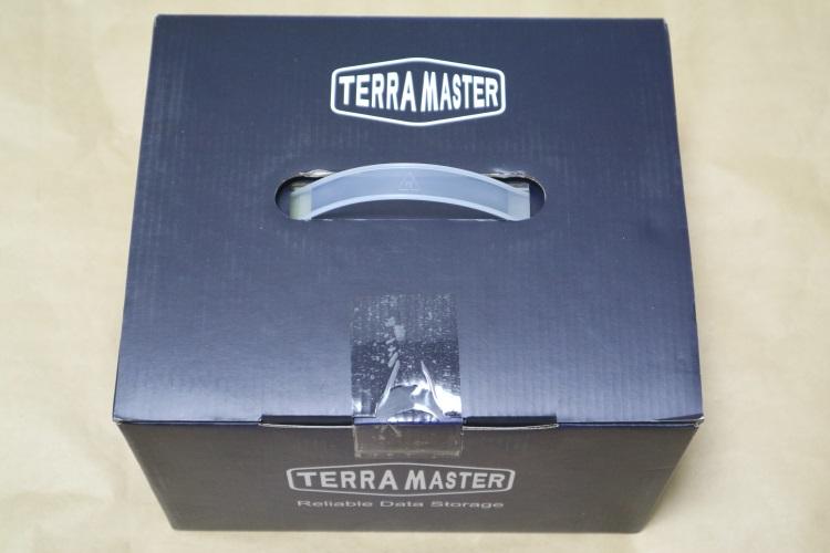TerraMaster F2-220のパッケージ