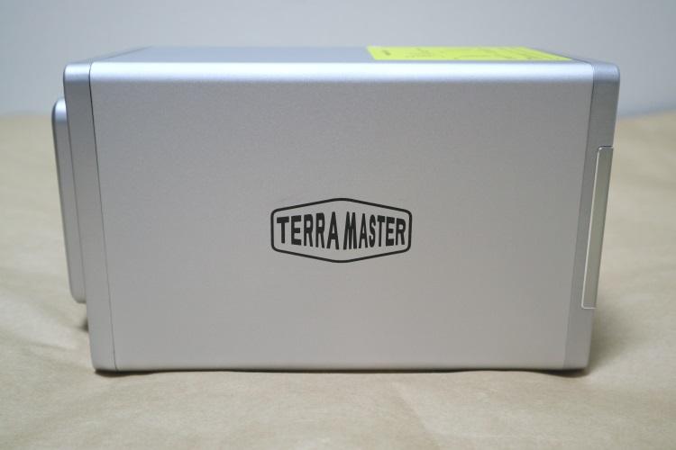 TerraMaster F2-220本体側面