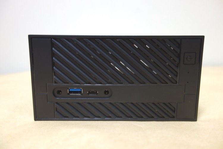 ASRock Desk Mini 110/B/BB本体前面