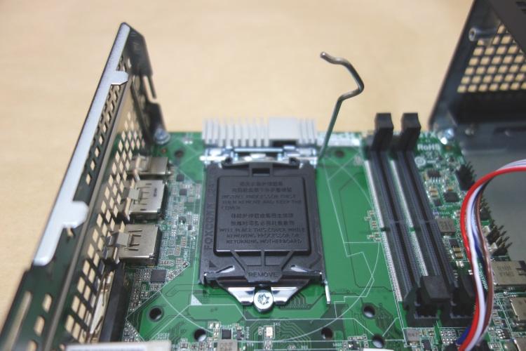 ASRock Desk Mini 110/B/BBの組み立て方(手順03)