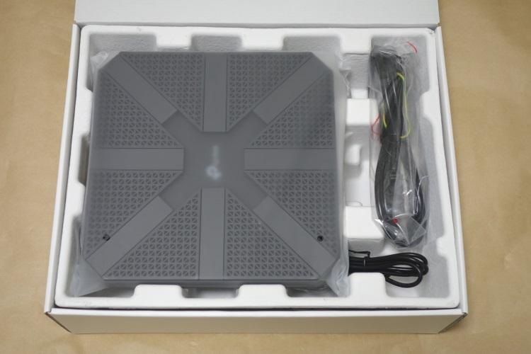 TP-Link Archer C5400(AC5400)のパッケージを開けた様子