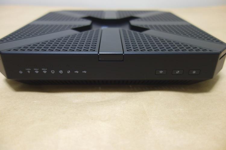 TP-Link Archer C5400(AC5400)の本体前面