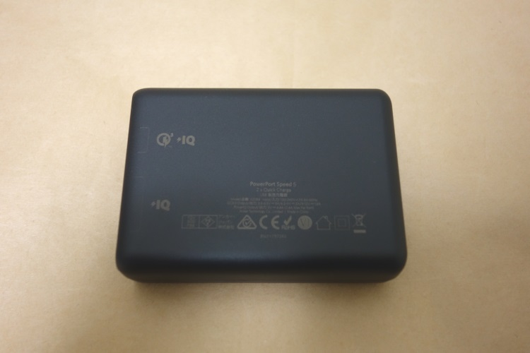 Anker PowerPort Speed 5本体側面(裏側)